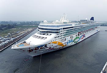 MS Norwegian Pearl in Papenburg