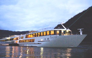 Viking Sun bei Nacht - Viking River Cruises